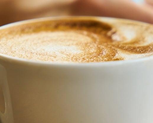Un cappuccino, pentru a colora ziua de Joi