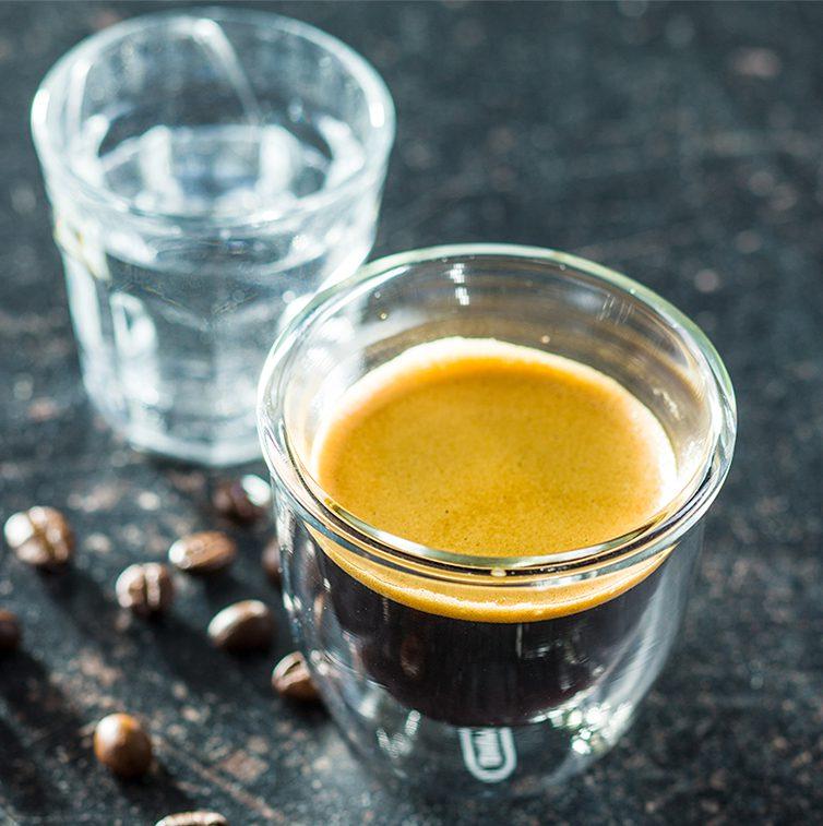 Apa purificata, ideala pentru prepararea cafelei