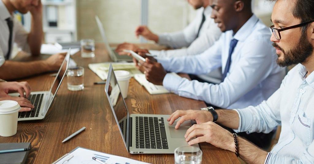 5 ajustari care schimba perspectiva la birou. Do's and don'ts in materie de spatiu de lucru
