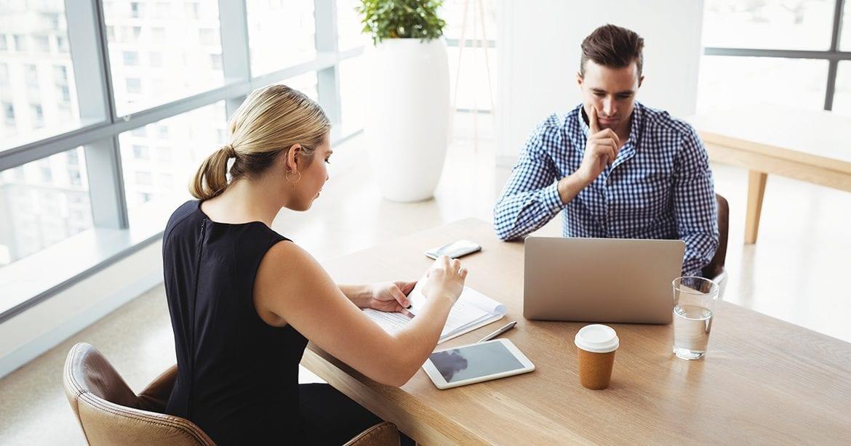 Orice birou are nevoie de un admin de nadejde – 5 calitati care-l fac eroul colegilor