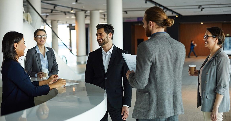 Cei mai importanti trei oameni pe care trebuie sa-i cunosti la un nou job